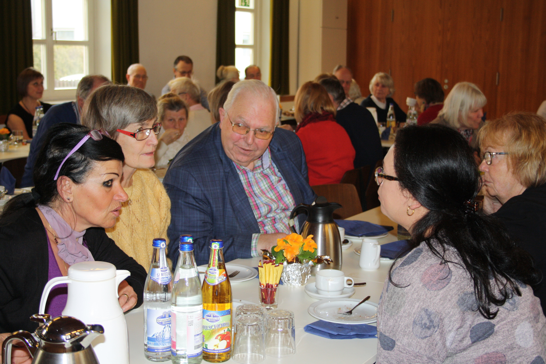 Wolfgang Bär, Vorsitzender des Verwaltungsrats, ist auch dabei.